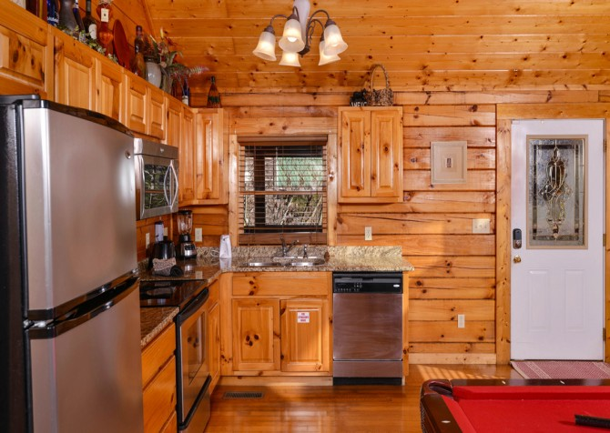 Pigeon Forge - Edge of Paradise - Kitchen