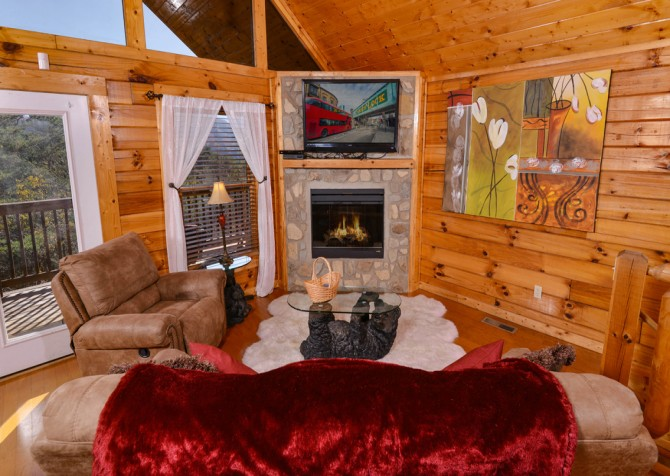 Pigeon Forge - Edge of Paradise - Living TV