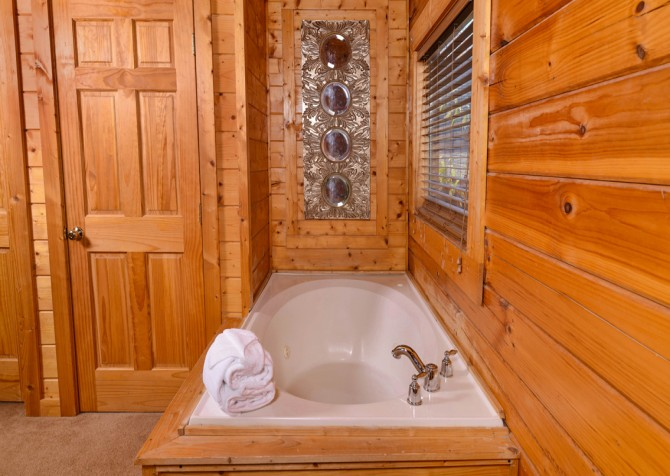 Pigeon Forge - Edge of Paradise - Indoor Jetted Tub
