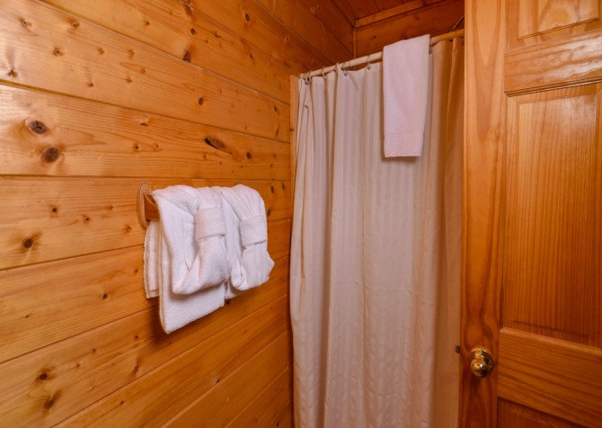 Pigeon Forge - Edge of Paradise - Shower