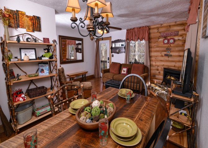 Pigeon Forge - Hillside Hideaway - Dining & Living