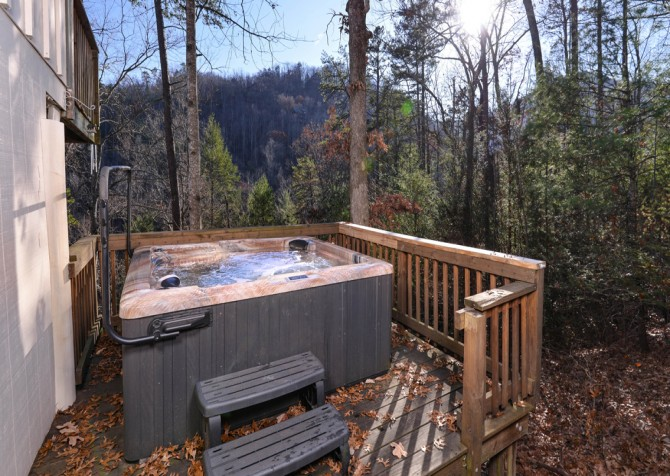 Pigeon Forge - Hillside Hideaway - Hot Tub