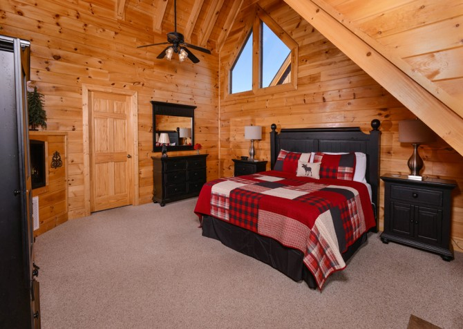 Pigeon Forge Cabin- It's A Wonderful Life – Bedroom One