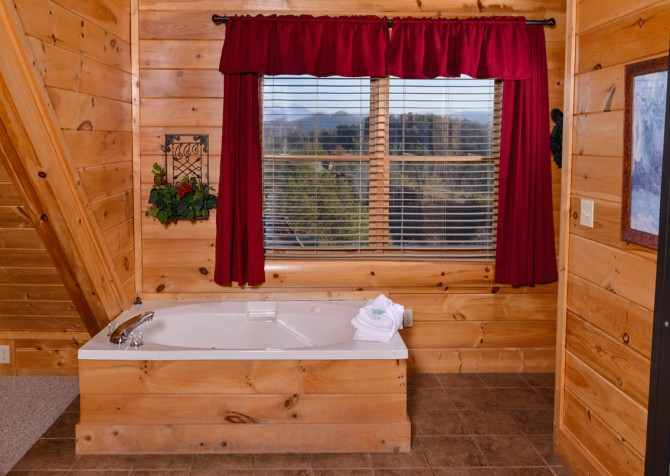 Pigeon Forge Cabin- It's A Wonderful Life – Indoor Jetted Tub