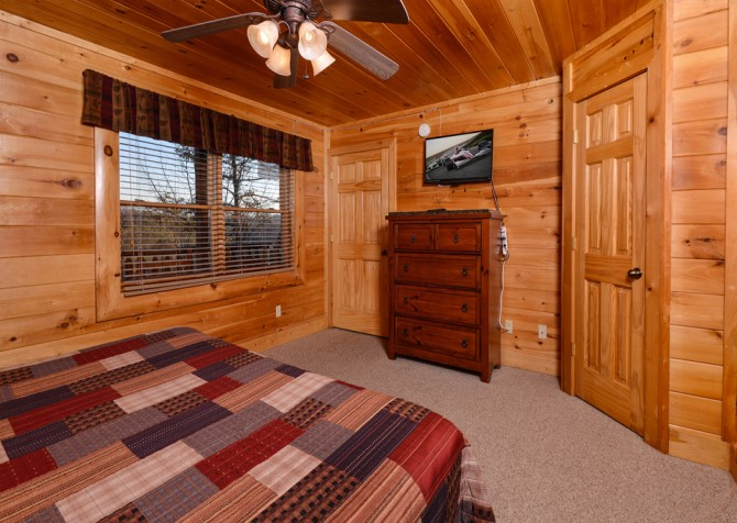 Pigeon Forge Cabin- It's A Wonderful Life – Bedroom Two TV