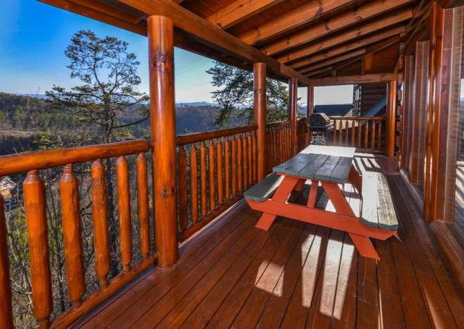 Pigeon Forge Cabin- It's A Wonderful Life – Outdoor Dining & Grill