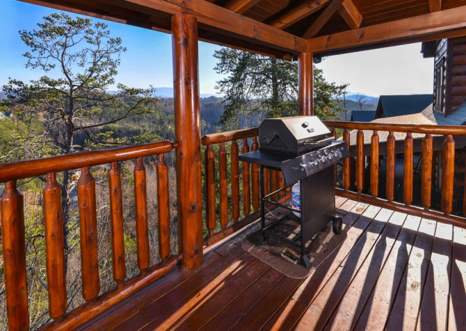 Pigeon Forge Cabin- It's A Wonderful Life – Grill
