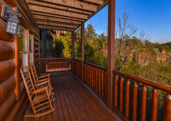 Pigeon Forge Cabin- It's A Wonderful Life – Deck Rockers & Swing