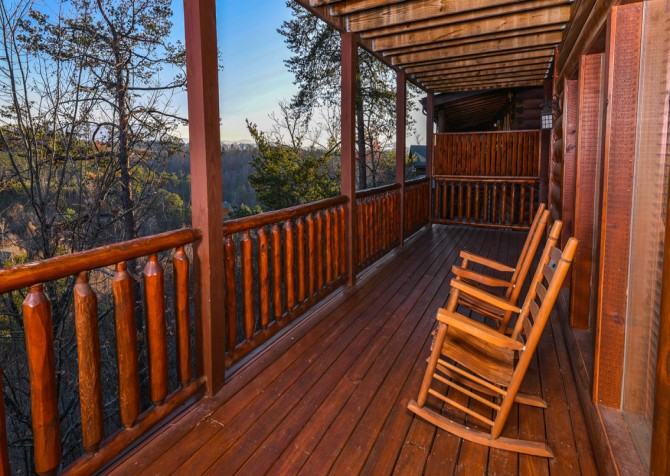 Pigeon Forge Cabin- It's A Wonderful Life – Deck Rockers & View