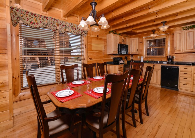 Pigeon Forge Cabin- It's A Wonderful Life – Dining