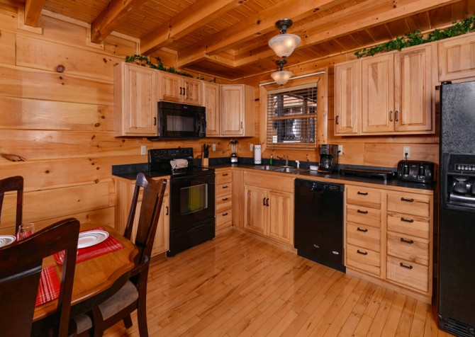 Pigeon Forge Cabin- It's A Wonderful Life – Kitchen