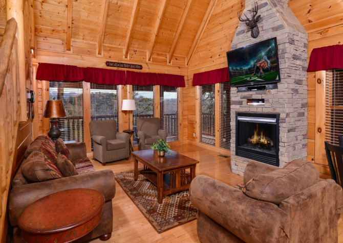 Pigeon Forge Cabin- It's A Wonderful Life – Living