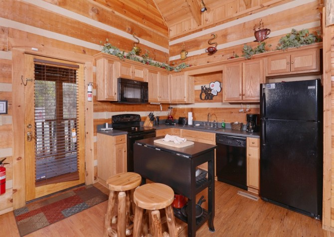 Pigeon Forge - A Sweet Retreat - Kitchen
