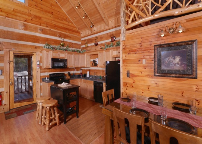 Pigeon Forge - A Sweet Retreat - Kitchen and Dining