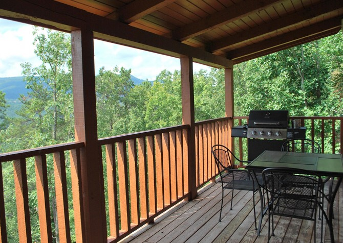Pigeon Forge - A Walk in the Clouds - Covered Deck Temp