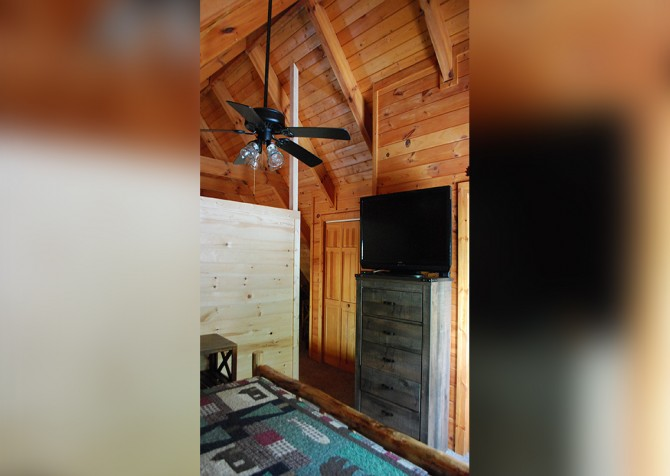 Pigeon Forge - A Walk in the Clouds - Bedroom Temp