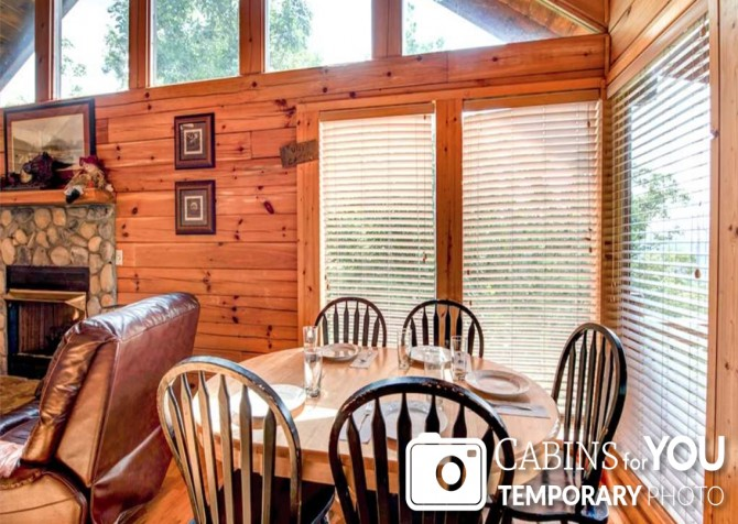 Pigeon Forge - Absolutely Perfect - Dining Room Temp