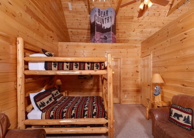 Pigeon Forge Cabin- It's All Good – Bedroom