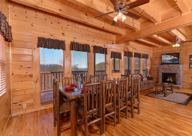 Pigeon Forge Cabin- It's All Good – Dining Area