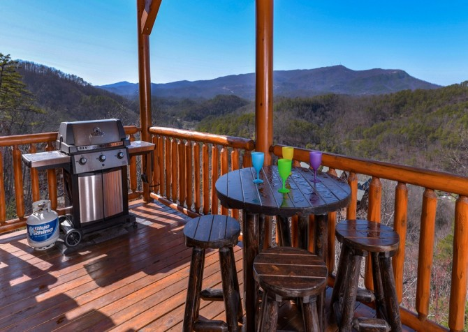 Pigeon Forge Cabin- It's All Good – Deck Grill