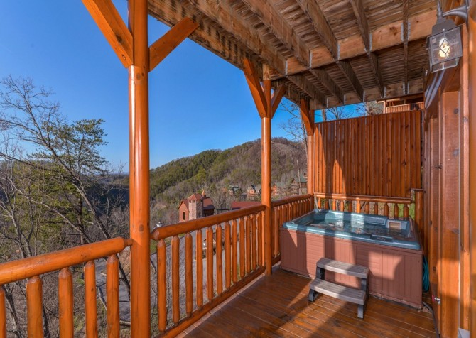 Pigeon Forge Cabin- It's All Good – Outdoor Hot Tub