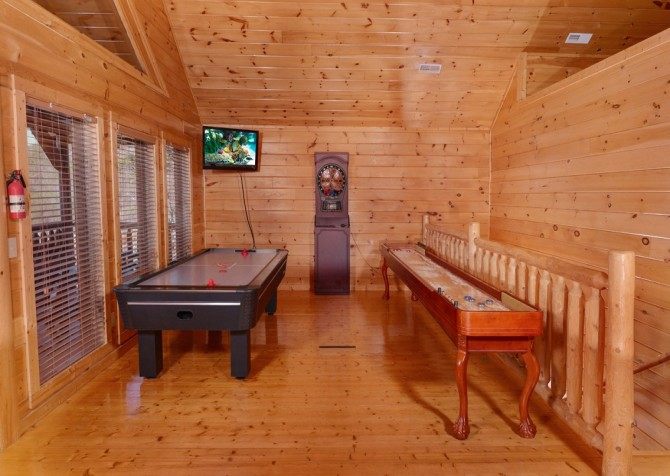Pigeon Forge Cabin- It's All Good – Game Room