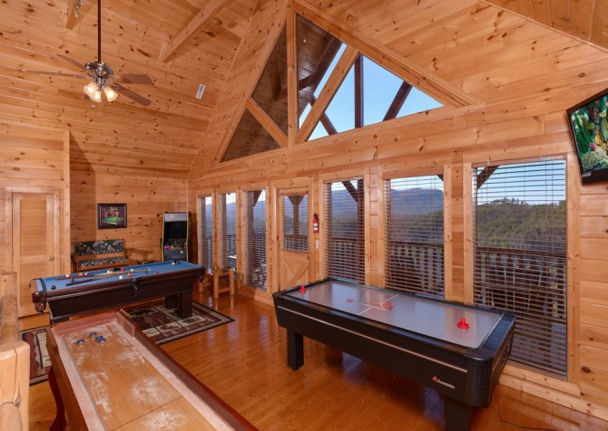 Pigeon Forge Cabin- It's All Good – Air Hockey Table