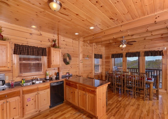 Pigeon Forge Cabin- It's All Good – Kitchen