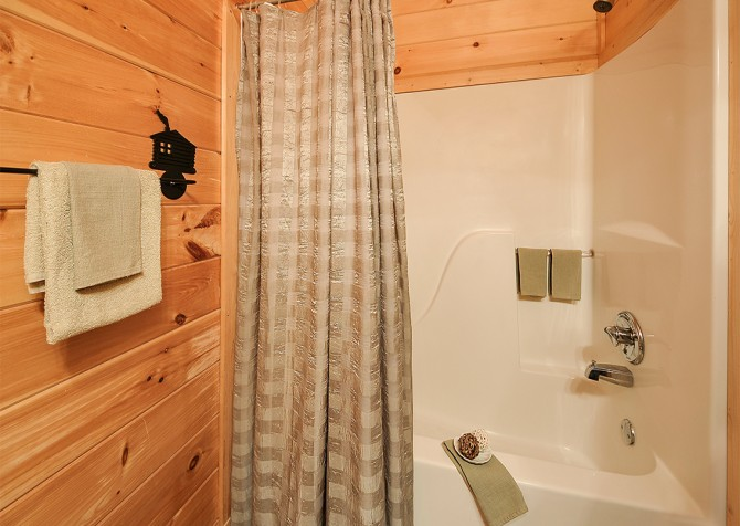 Pigeon Forge - Almost Heaven - Bathroom
