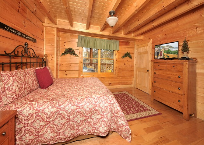 Pigeon Forge - Almost Heaven - Bedroom