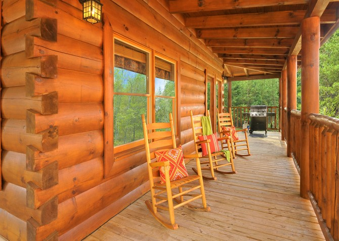 Pigeon Forge - Almost Heaven - Covered Deck