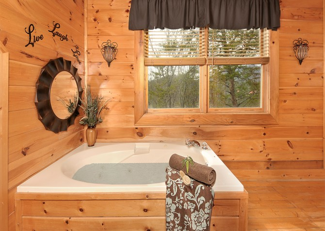 Pigeon Forge - Almost Heaven - Indoor Jetted Tub