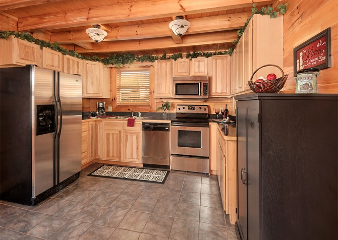Pigeon Forge - Almost Heaven - Kitchen