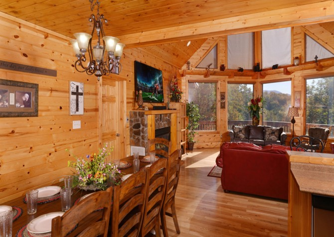 Pigeon Forge Cabin- Applewood Manor – Dining