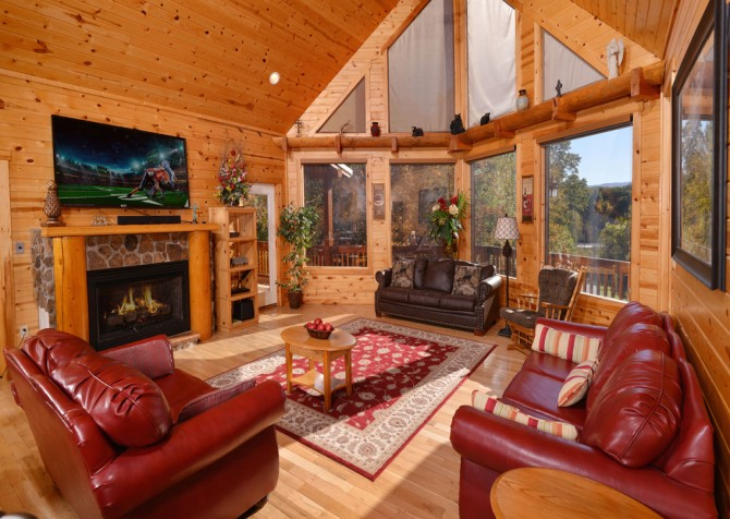 Pigeon Forge Cabin- Applewood Manor – Living