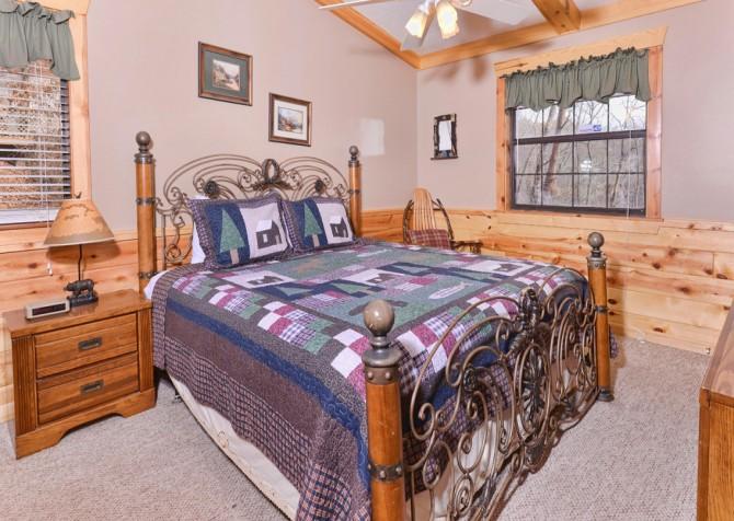 Pigeon Forge Cabin - Bear End - Bedroom