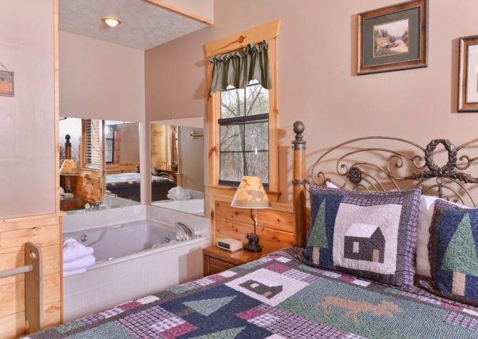 Pigeon Forge Cabin - Bear End - Bedroom with Bathtub