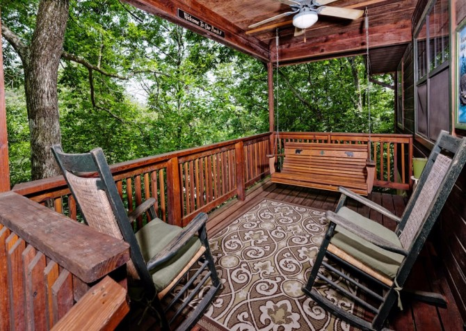 Pigeon Forge Cabin - Bear End - Deck