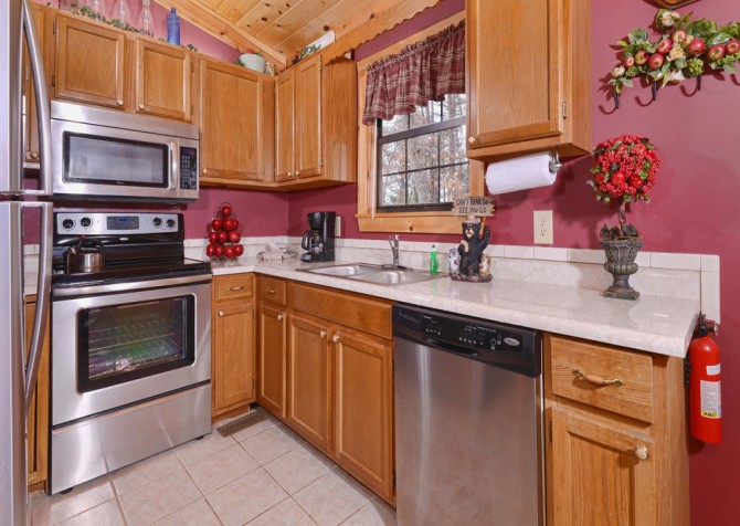 Pigeon Forge Cabin - Bear End - Kitchen