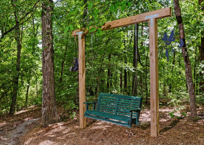 Pigeon Forge Cabin - Bear End - Swinging Bench