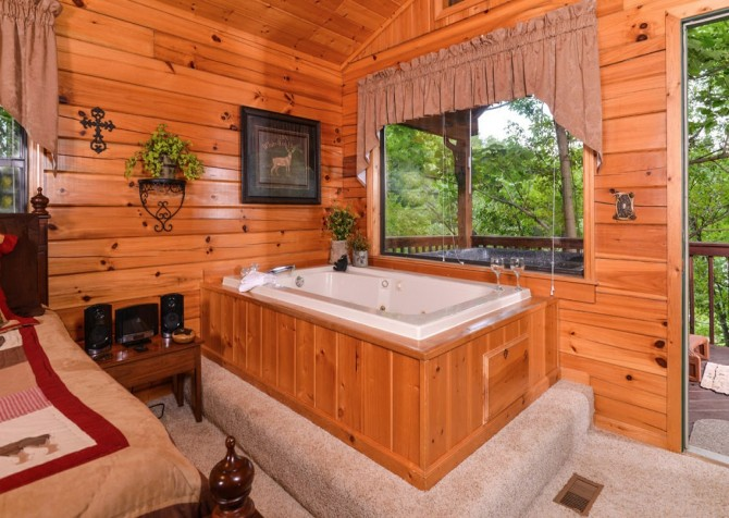 Pigeon Forge Cabin - Bear Essentials - Bedroom