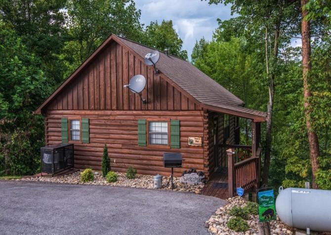 Pigeon Forge Cabin - Bear Essentials - Cabin Exterior