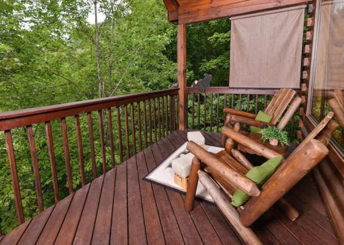 Pigeon Forge Cabin - Bear Essentials - Deck