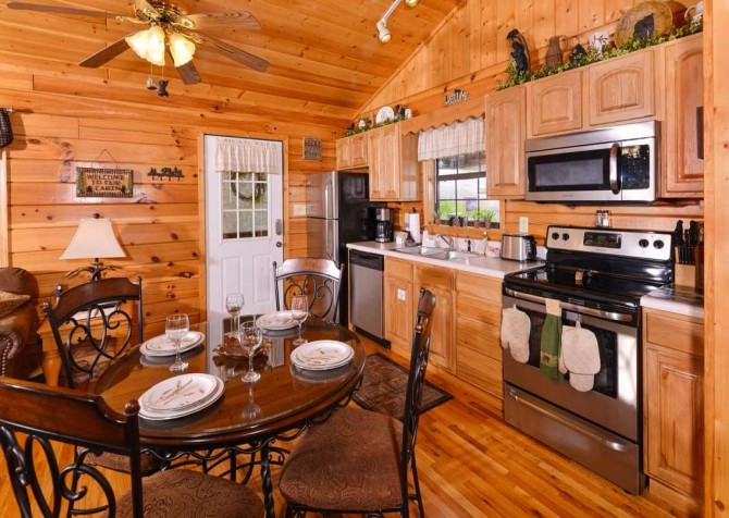 Pigeon Forge Cabin - Bear Essentials - Kitchen