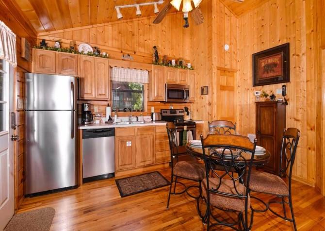 Pigeon Forge Cabin - Bear Essentials - Kitchen