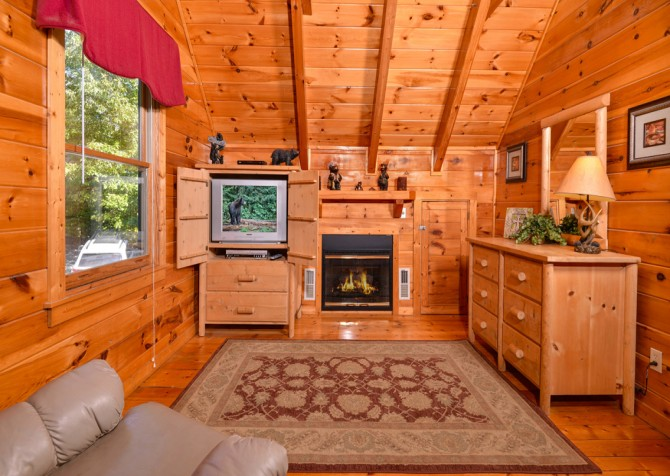 Pigeon Forge - Bear Footin' - Bedroom Two