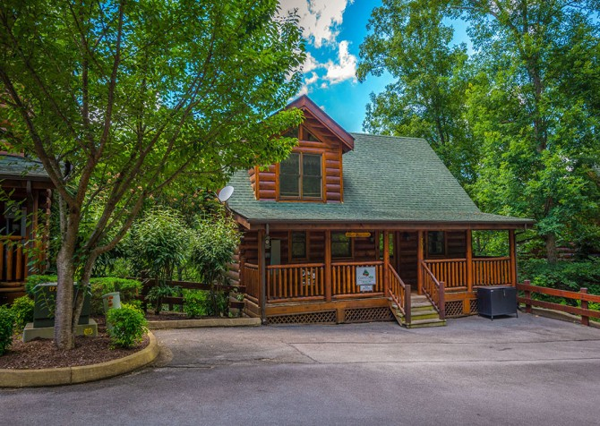 Pigeon Forge Cabin - Bear Maximum - Cabin Exterior