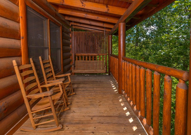 Pigeon Forge Cabin - Bear Maximum - Deck