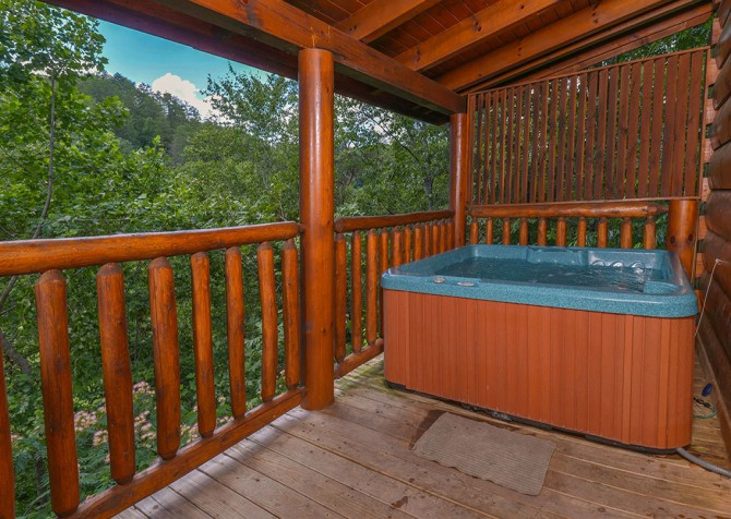 Pigeon Forge Cabin - Bear Maximum - Hot Tub