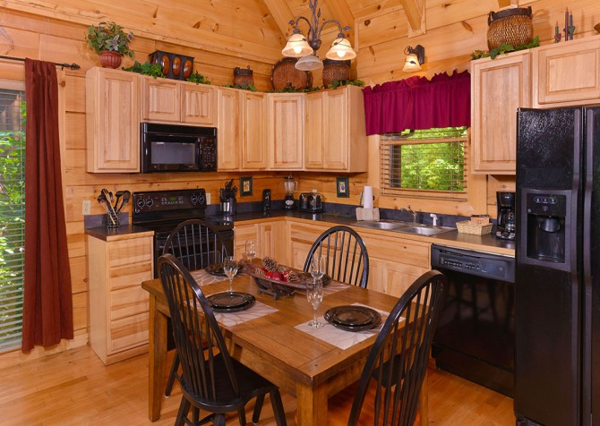 Pigeon Forge Cabin - Bear Maximum - Kitchen
